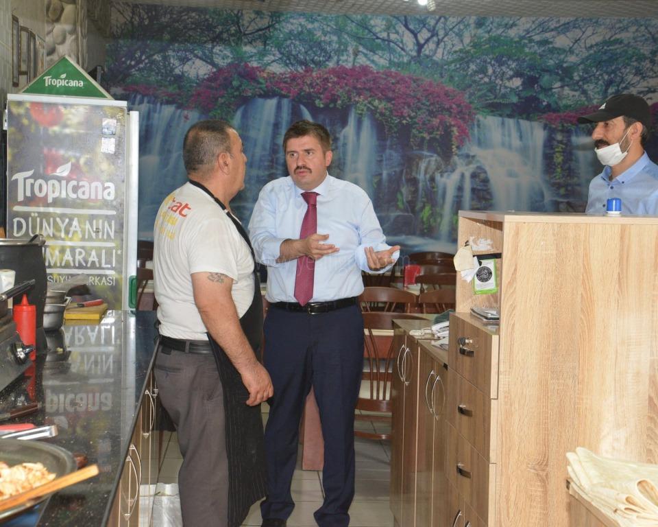 Vali/Belediye Başkan V. H. Engin Sarıibrahim  Sosyal Mesafe konusunda uyarılarda bulundu