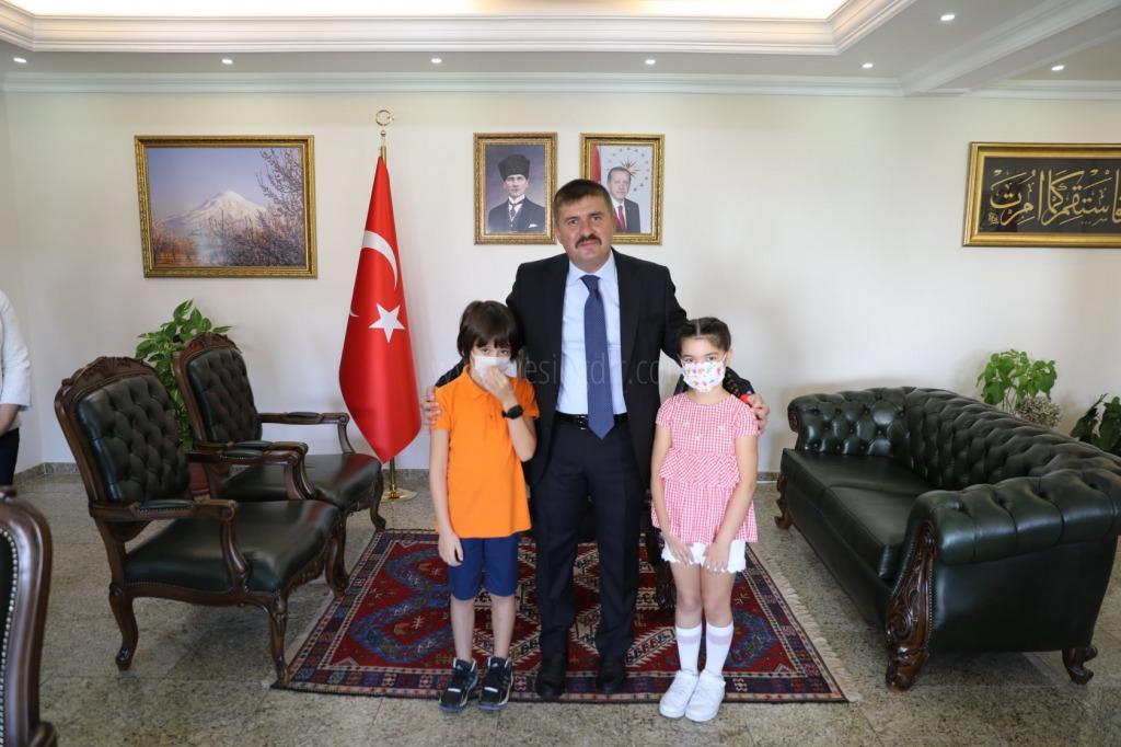 2021-2022 Eğitim ve Öğretim Yılı İlköğretim Haftası  kapsamında Vali H. Engin Sarıibrahim'e makamında ziyaret