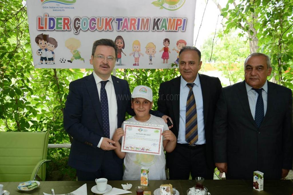 VALİ  ÜNLÜ ''LİDER ÇOCUK TARIM KAMPI'' PROGRAMINA KATILAN ÖĞRENCİLERİMİZLE BULUŞTU