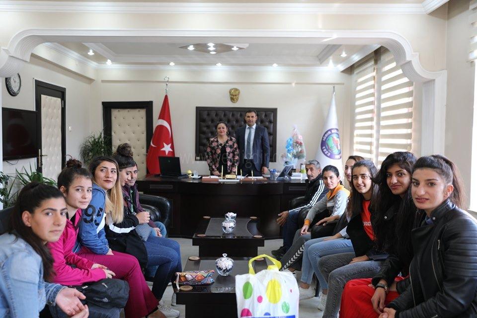 76 Iğdır Spor Kadın Futbol Takımı  Başkanları  Makamında Ziyaret Etti