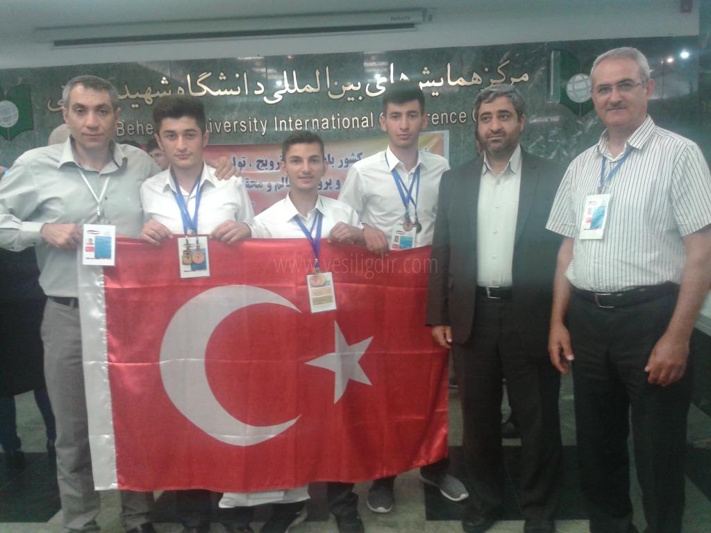 Tuzluca 100. Yıl Anadolu Lisesi İran'dan madalya ile döndü.