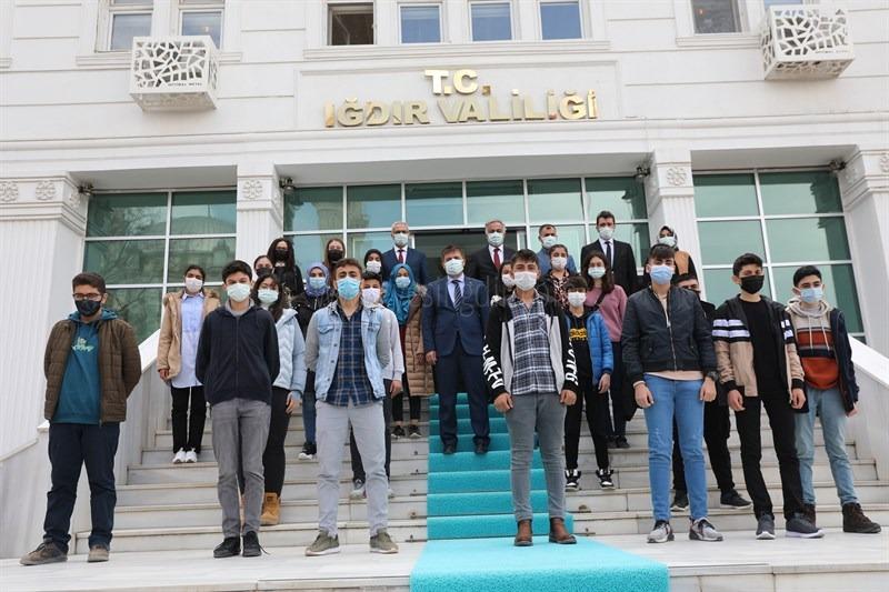 """İçişleri Bakanlığımızın """"Yarın Çok Genç Olacak"""" Projesi Kapsamında 20 Öğrenci Gezi Programına Katılmak Üzere Uğurlandı"""