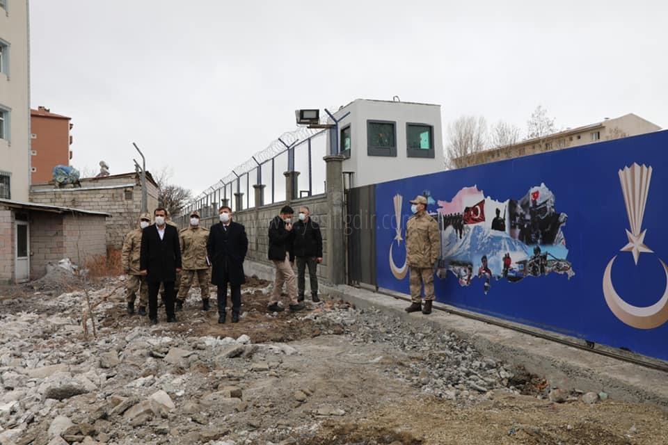 Vali/Belediye Başkan V.   H. Engin Sarıibrahim, Yol Çalışmasını Yerinde İnceledi