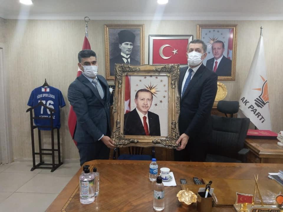 Milli Eğitim Bakanı Ziya Selçuk' Ak Parti İl Başkanlığını Ziyaret Etti