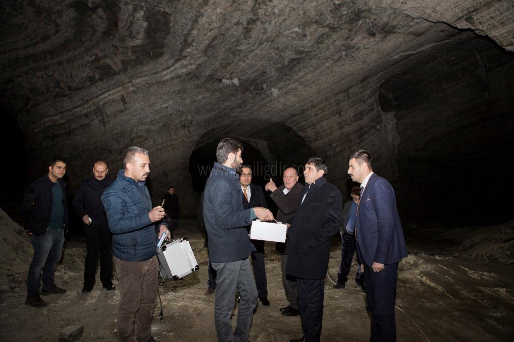 Rektör Alma, Tuz Mağarasında İncelemelerde Bulundu