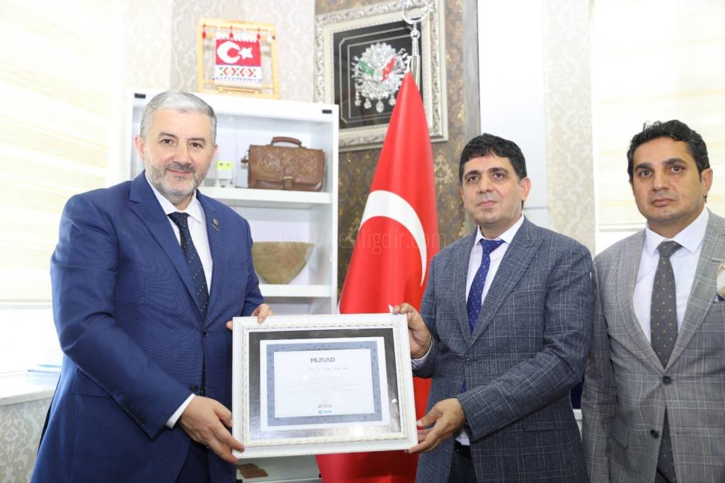 (MÜSİAD) Genel Başkanı Abdurrahman Kaan Rektör Prof. Dr. Mehmet Hakkı Alma'yı ziyaret etti.