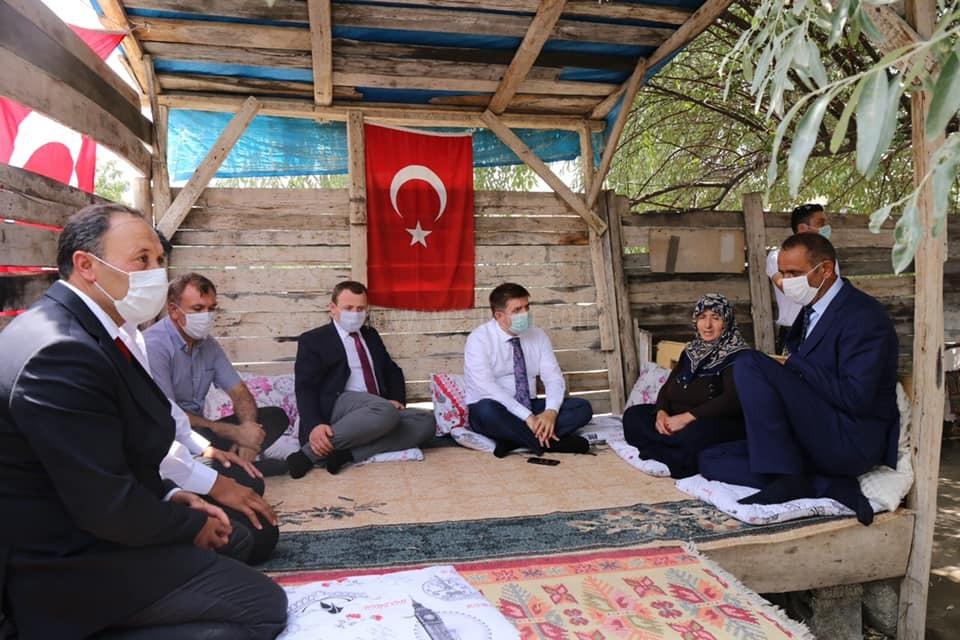 Vali/Belediye Başkan V.  H. Engin Sarıibrahim, Şehit Ailesini Ziyaret Etti