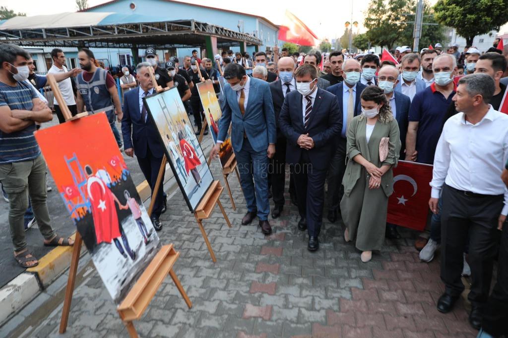 Vali  Sarıibrahim 15 Temmuz  Resim ve Fotoğraf Sergisini Gezdi