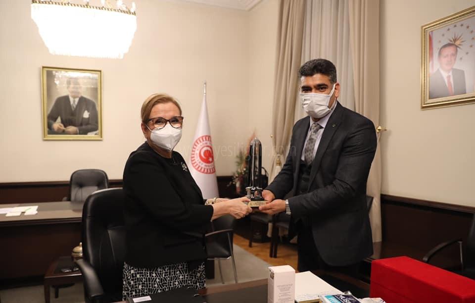 Ak Parti İl Başkanı Ali Kemal Ayaz Ticaret Bakanı  Ruhsar Pekcan'ı ziyaret etti
