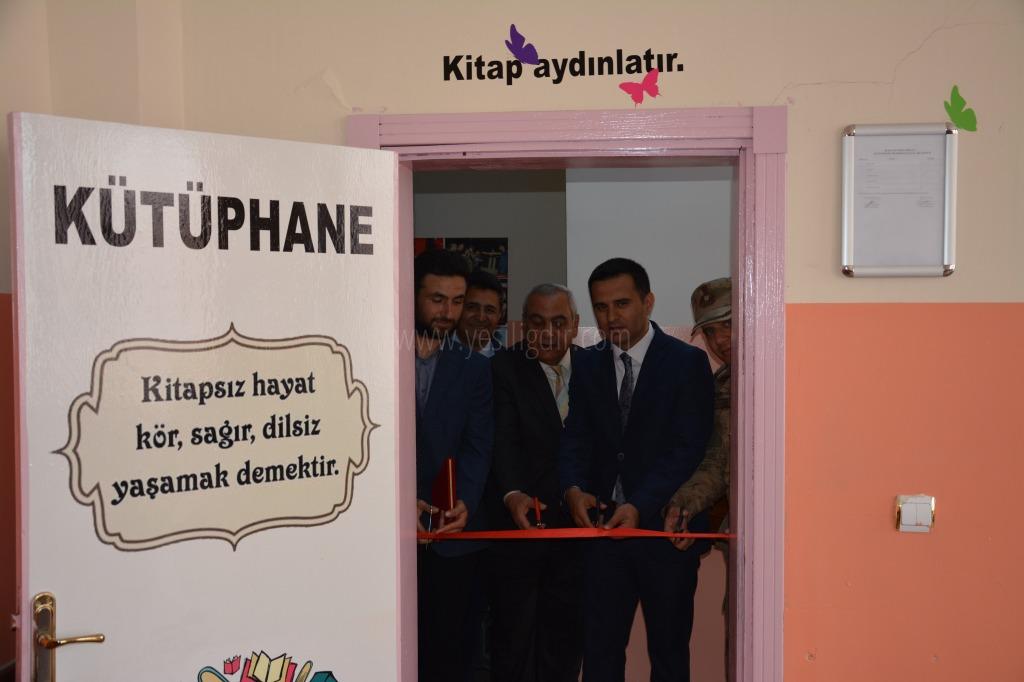 Şehit Erdi Demirer'in silah arkadaşı, şehidin adını yaşatmak adına kütüphane açtı.
