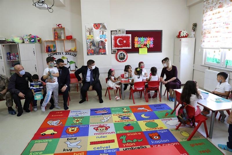 Vali Sarıibrahim, İlköğretim Haftası Kutlamalarına Katıldı