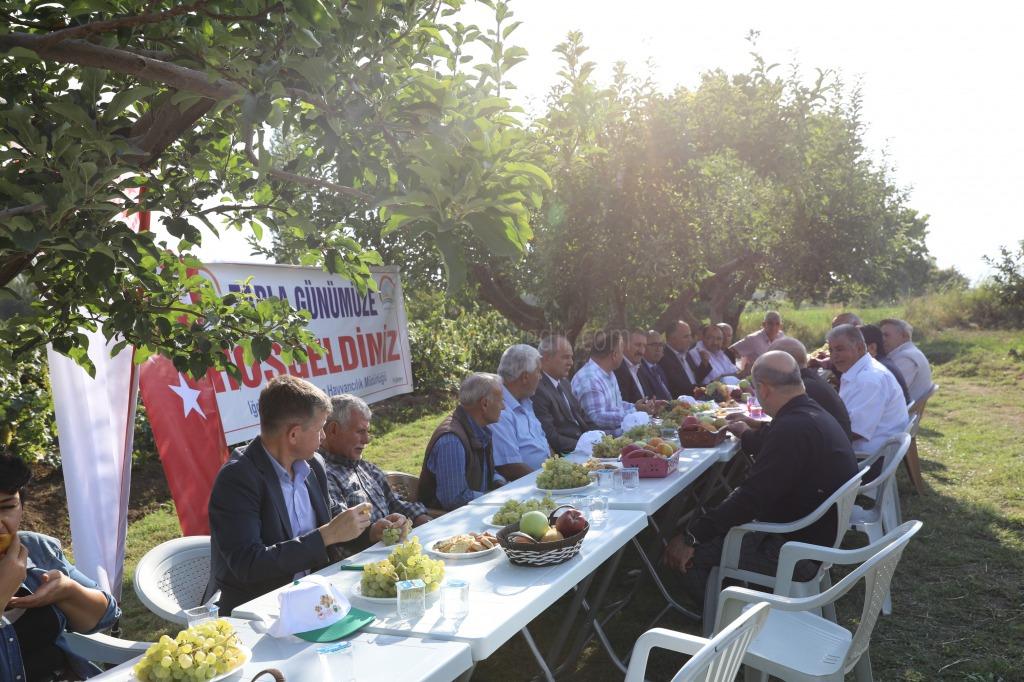 Rektör Yardımcısı Karavelioğlu, Tarla Günü Etkinliğine Katıldı