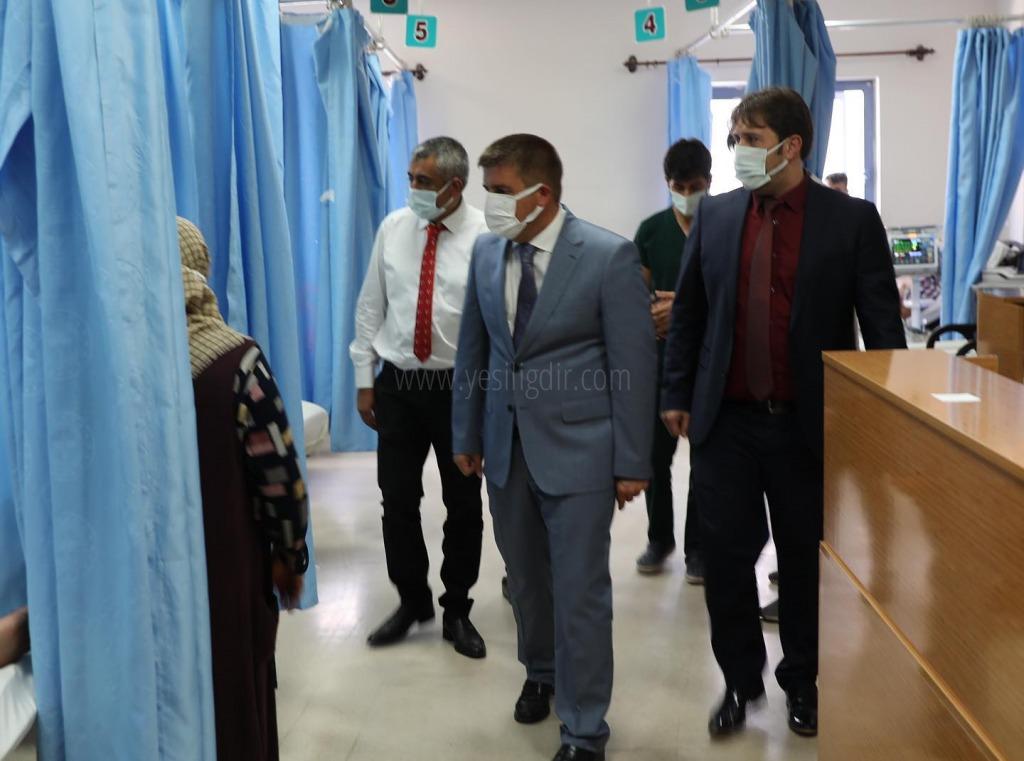 Vali Sarıibrahim sağlık  çalışanlarının bayramını kutladı