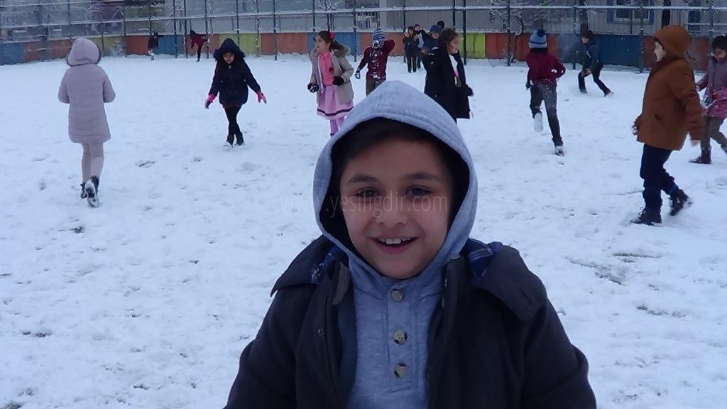 Iğdır'a yılın ilk karı yağdı