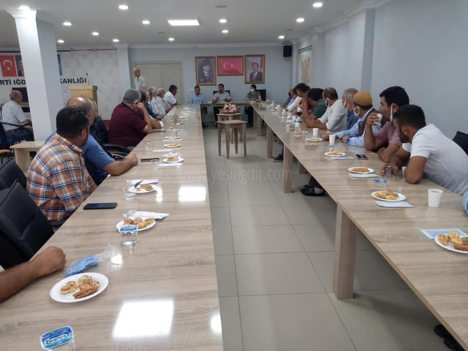 Ak Parti İl Başkanı Ali Kemal Ayaz,   Mahalle ve köy başkanlarıyla bir araya geldi