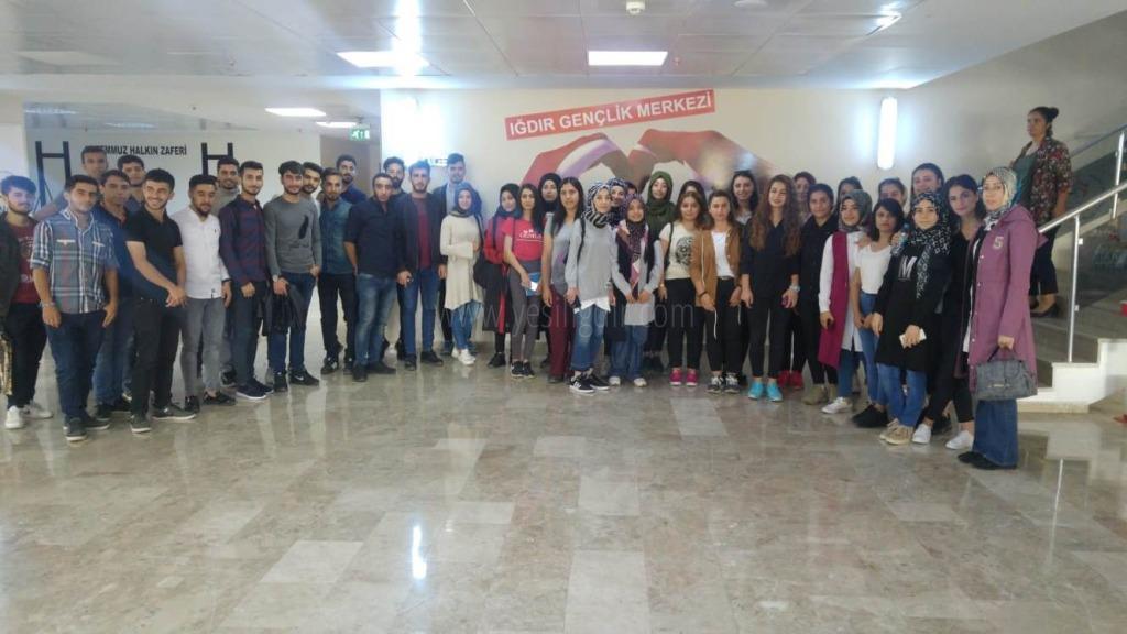 """SHMYO Öğrencileri """"Değişen Dünyada Gençler Ve Ruh Sağlığı"""" Seminerine Katıldı"""