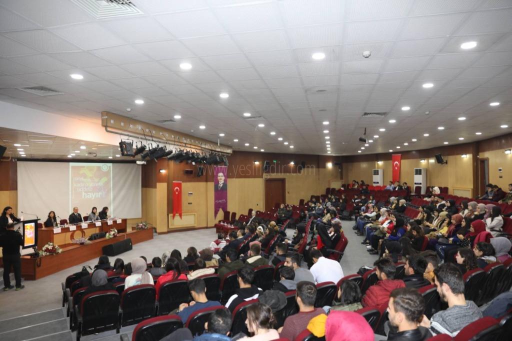 """Iğdır Üniversitesin'de """"Kadına Yönelik Şiddete Hayır"""" Konulu Panel Düzenlendi"""