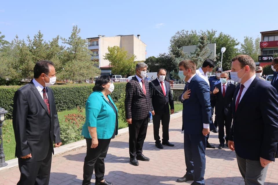 Vali/Belediye Başkan V. H. Engin Sarıibrahim, Aralık Kaymakamlığını ziyaret etti.