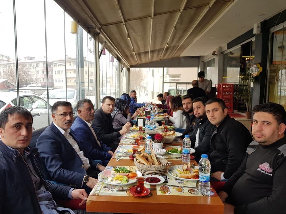 Başkara'dan AK Parti Gençlik Kollarına Kahvaltı