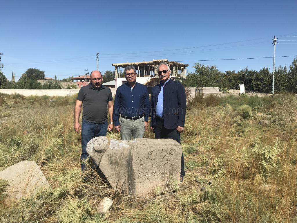 Arslan, Koçbaşlı Mezar taşlarında incelemelerde bulundu.