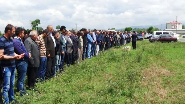 Midibüs kazasında ölen 2 kişi, Iğdır'da toprağa verildi