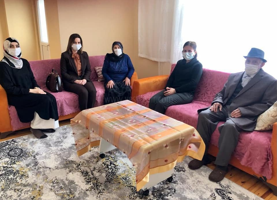 Vali Eşi Hatice Sarıibrahim,  Dumrul ailesini ziyaret etti.