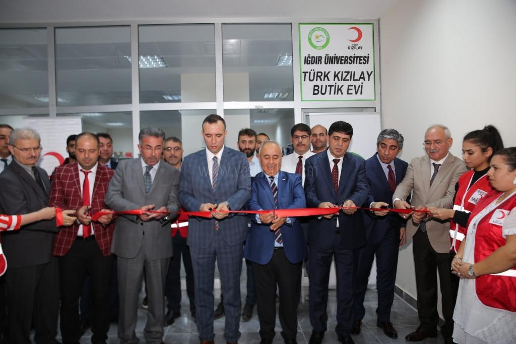 Iğdır Üniversitesin'de Türk Kızılay Butik Evi Açıldı
