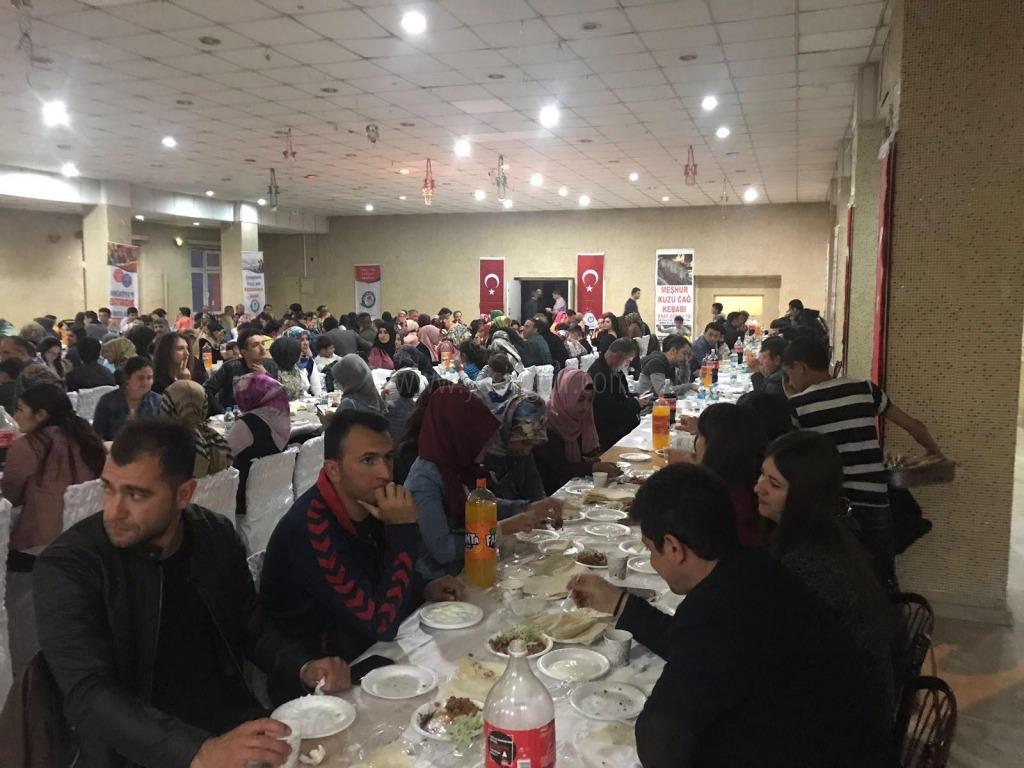 300'e yakın eğitim çalışanı yemekte bir araya geldi