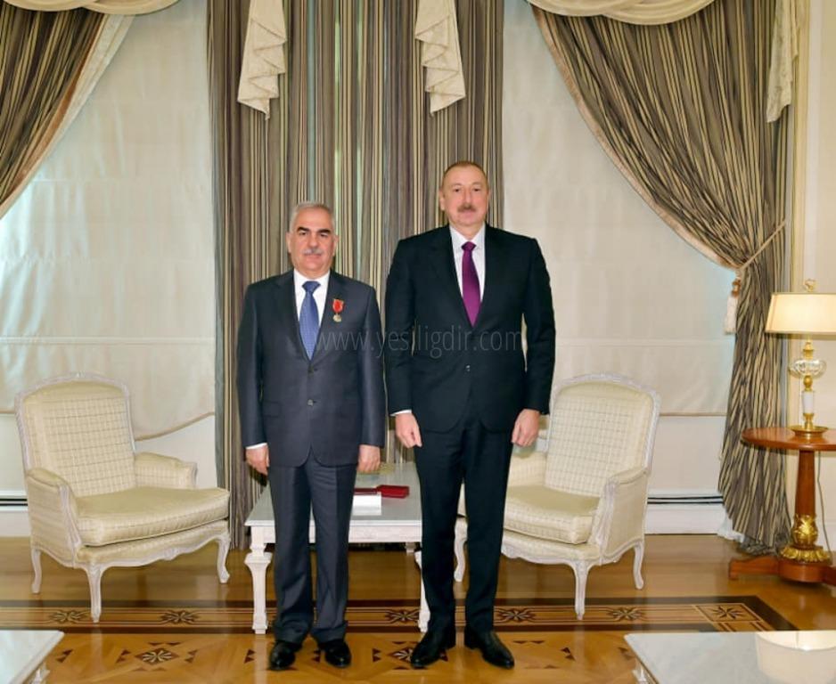 Aliyev'den Talıbov'a Şeref Madalyası