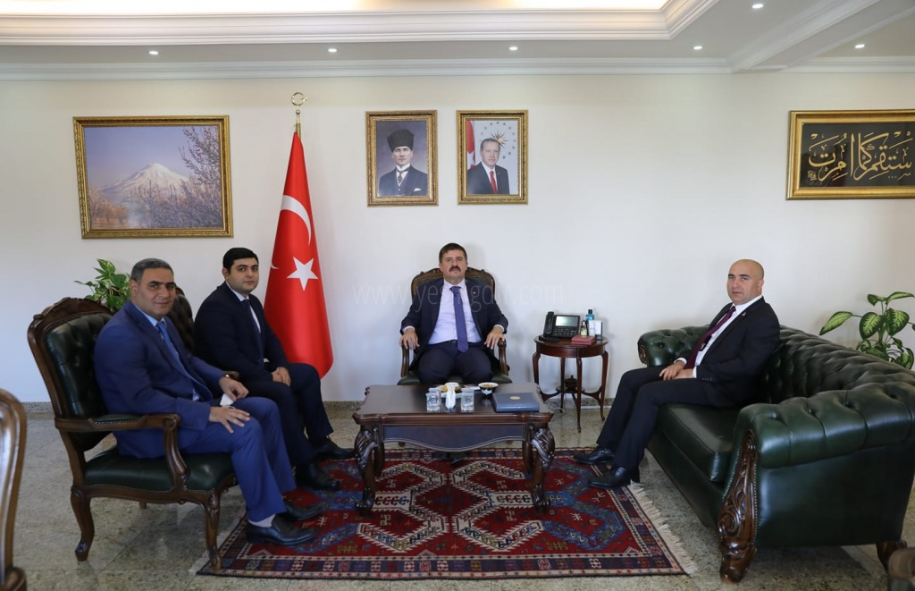 AZERBAYCAN'IN KARS BAŞKONSOLOSUNDAN ANLAMLI ZİYARET