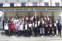 EĞİTİMCİ GAZETECİ YAZAR SERDAR ÜNSAL ÖĞRENCİLERLE BULUŞTU