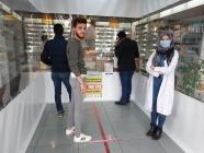 Eczanede koronavirüse karşı brandalı önlem