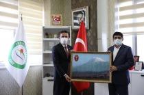 Kars, Ardahan, Iğdır Bölgesi Veteriner Hekimleri Odası   Iğdır Üniversitesi Rektörü Prof. Dr. Mehmet Hakkı Alma'yı  ziyaret etti.