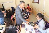 Öğrencilere Kitap ve Oyuncak Hediye Edildi