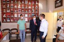 Vali/Belediye Başkan V.  H. Engin  Sarıibrahim Şehit ve Gazi Aileleri Derneğine Bayram Ziyaretinde Bulundu