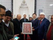 """İl Müftüsü Cüneyt Kulaz """"15 Temmuz Destanı (Bu Millet) """" adlı Şiirini Başbakan Yardımcısı Fikri IŞIK'a takdim etti."""