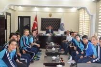 Kadın Futbol Takımından Başkan'a Ziyaret