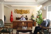 Vali/Belediye Başkan V.  H. Engin Sarıibrahim Kadastro İl Müdürlüğüne Yeni Görevlendirilen Nazım Karaman'ı Kabul Etti
