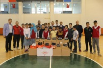 Çocuklara 100 Çift Spor Ayakkabı