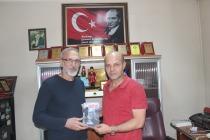 Yazar Musa Dedei SAFİYE Kitabını Hediye Etti