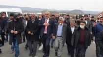 Cumhurbaşkanı Erdoğan'ın AK Parti rozetini  taktığı belediye başkanına coşkulu karşılama