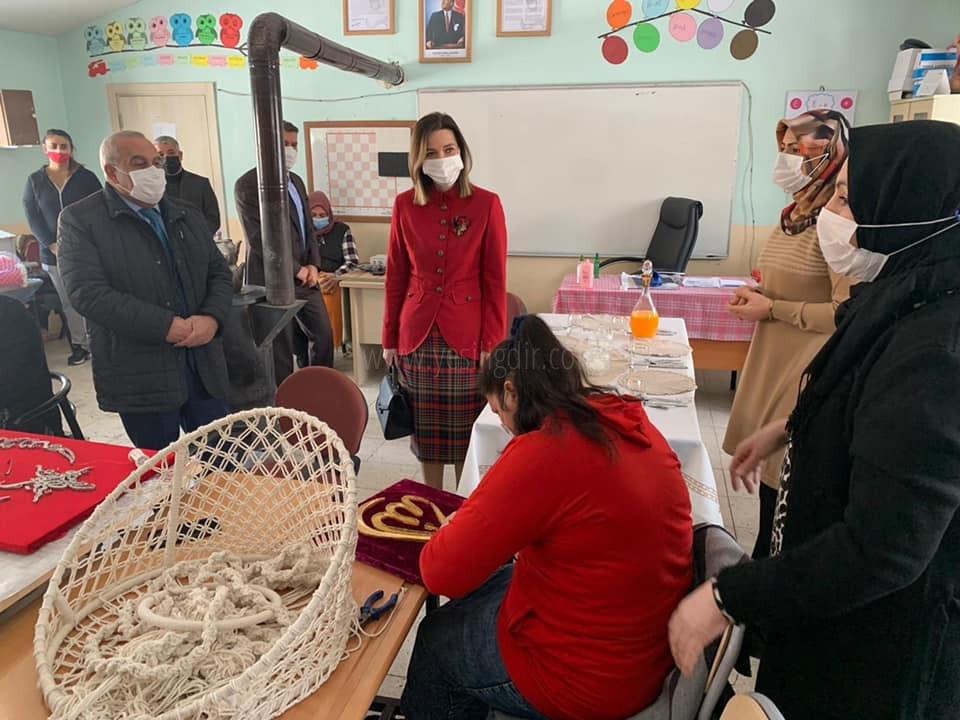 Hatice Sarıibrahim,  Kursiyerleri Ziyaret Etti