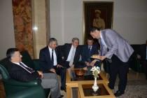 Dr. Sinan OĞAN, TBMM'de Iğdır'ın Meşhur Kaysısını Dağıttı